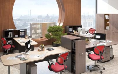 Звукопоглощающие экраны из яркой ткани создают индивидуально-независимые зоны для работающих в офисе.